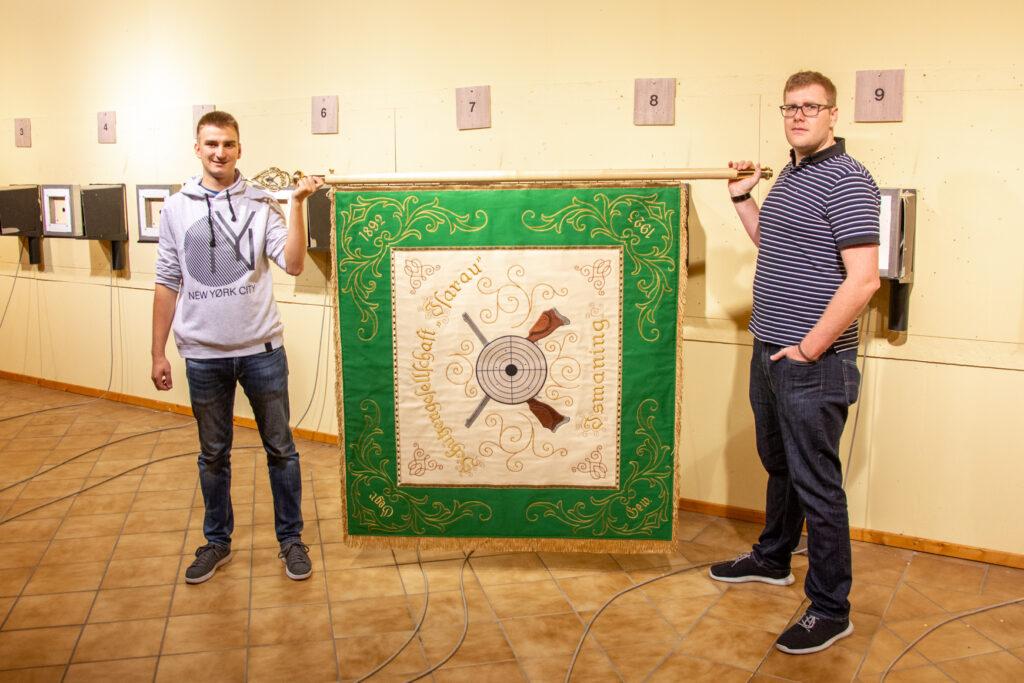 Die restaurierte Fahne der Schützengesellschaft Isarau Ismaning